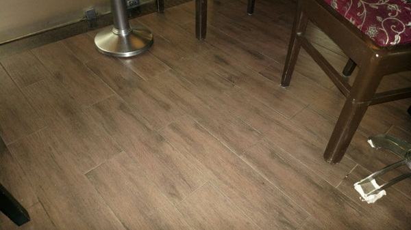 Floor of the cafe shot with the #PureView