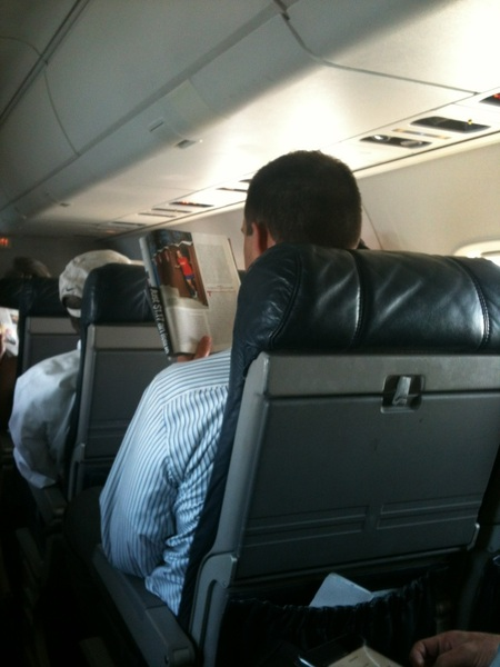 Guy on plane reading my article in @runnersworld. 