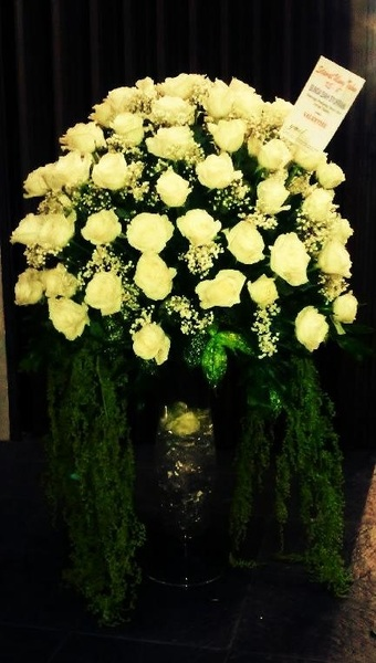 I love white roses,,, thank you....