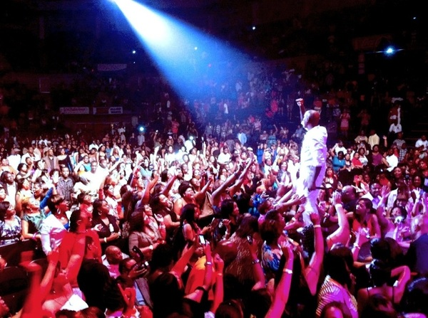 This is what my bro @Tyrese do when he come to a city! #Soldout