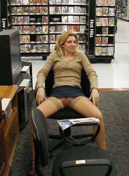 Taking a break from shopping at #Walmart #twitterafterdark  @IPostThosePics