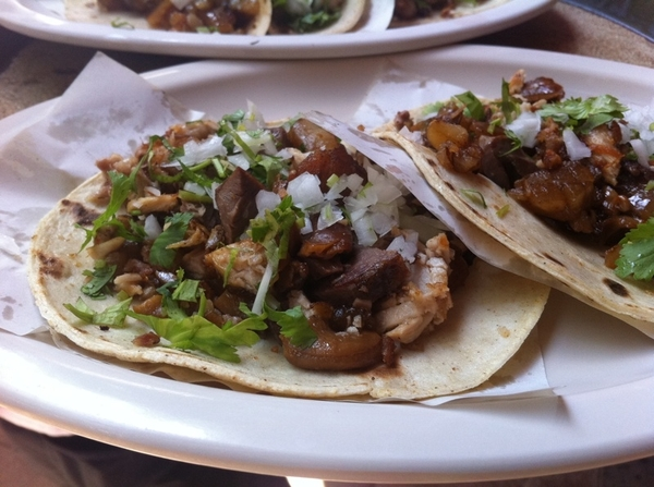 San Jose del Cabo: Los Michoacanos serves really GREAT carnitas tacos w roasted tomato salsa, guac, chicharrón.