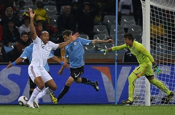 lol Henry claims for handball. #wc2010 #Worldcup #France #Uruguay