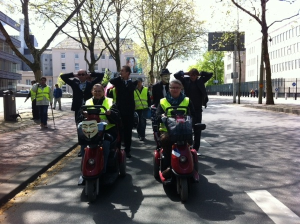 #Occupy arresteert bankiers in Den Haag - Pic taken by @EdgarNeo #DDV #12MNL #15M #OccupyNL