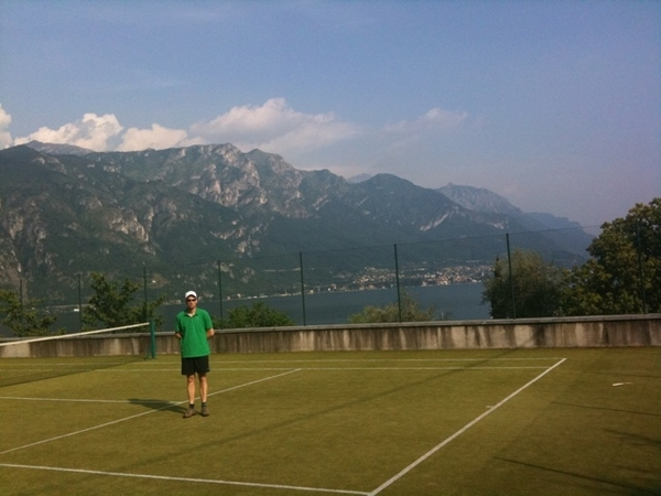Tennis bij het Comomeer