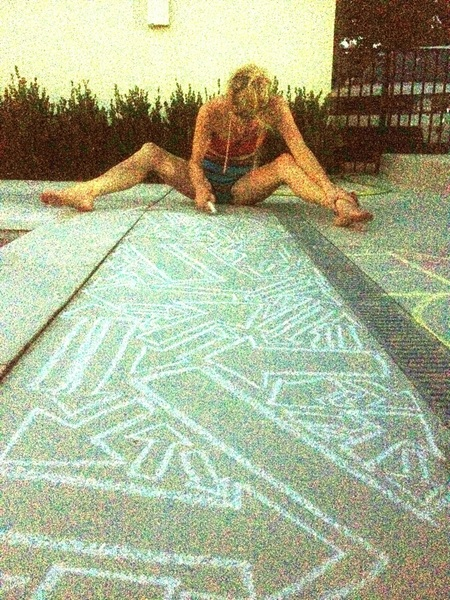 Drawin with chalk while a falling star shoots over head!! @IamChillary yessss!!