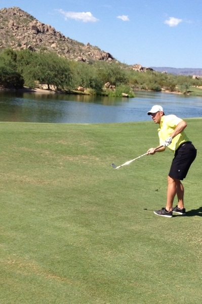 You have to check out new Coyotes player  @djmoss25 Happy Gilmore split grip chipping style 