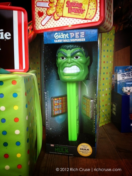 #Hulk want PEZ! Store window in San Clemente. 
