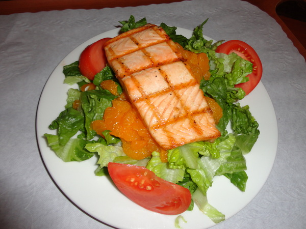 Supper time! Grilled salmon salad with mandarin oranges &amp; tomatoes.... yum! :)