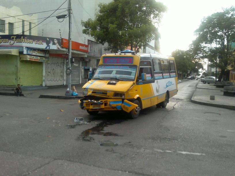 Accidente de tr nsito en la av berm dez a la altura de for Banco exterior venezuela