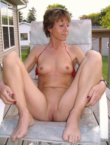 Milf neighbour shows me her crotch
