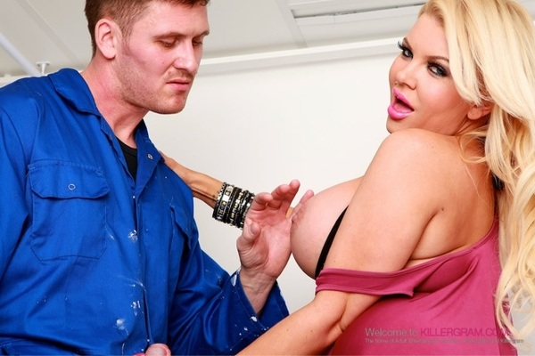 Naughty #tittytuesday pic from my scene with the abusive handy man @marcrosexxx for @killergramcom Hot Scene! 