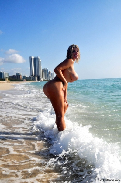B( . )( . )Bs at the Beach! from @VickyVette > retweet it if you like it!