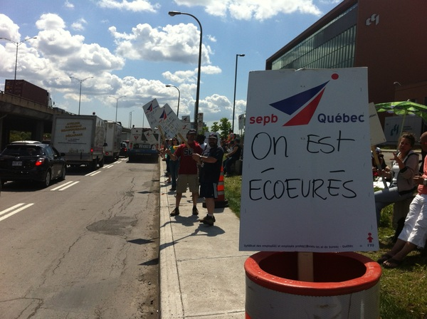 Mme Lemieux, vos employ-e-s en  #ggi573 de la  #CCQ vous parlent. Entendez-vous???  #assnat #polqc