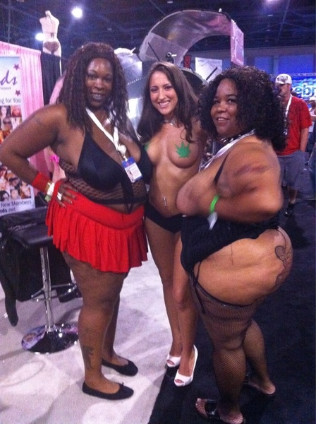 Hey @KEiSHACAKESXXX is this u @EXXXOTICA in Miami?!?!?