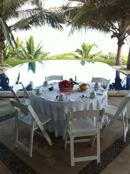Progresso YUC: BEAUTIFUL bfast w group @ beach house of Nectar chef Roberto Solis. Buffet of 15 delicious dishes