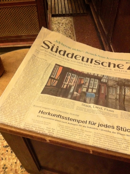 Untypical: reading a #print newspaper at #barcentrale in #munich - simply don't like the ink