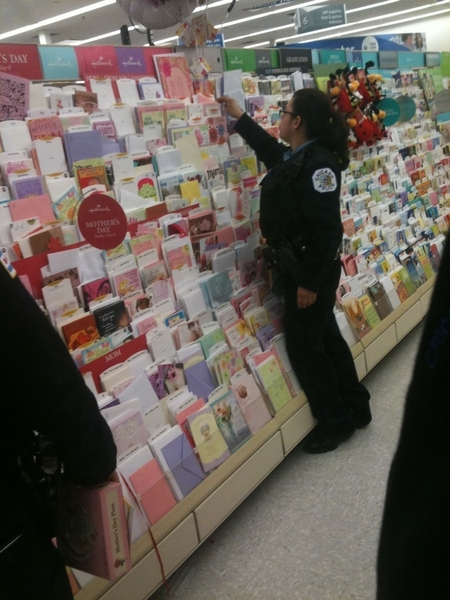 Awwwwww the #ChicagoPolice are out getting #MothersDayCards  .... #LameTouchedTweet lol 