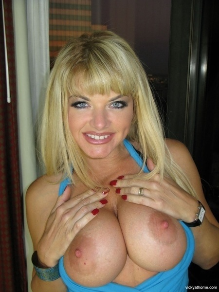 Enjoy! #TittyTuesday #boobs #tits #nipples #sexy #horny #hardcore #nude #Naked #tetas #FF #follow #teamboobie #brea